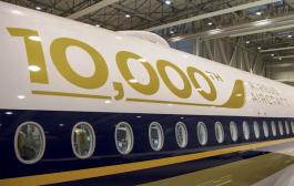 SINGAPORE AIRLINES MENERIMA PESAWAT AIRBUS KE-10.000
