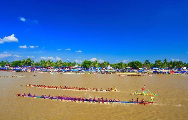 Festival Pacu Jalur Kembali Dikayuh di Riau