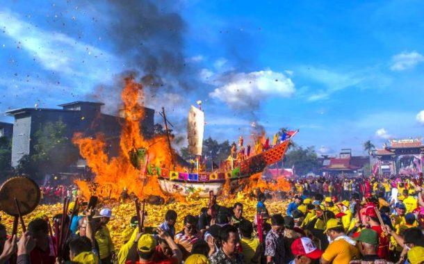 Festival Bakar Tongkang 2018 Hadirkan Puluhan Ribu Wisatawan