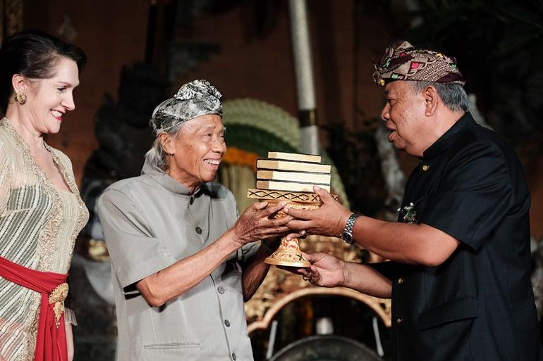 Ubud Writers & Readers Festival Beri Penghargaan Pada Pendongeng dari Bali