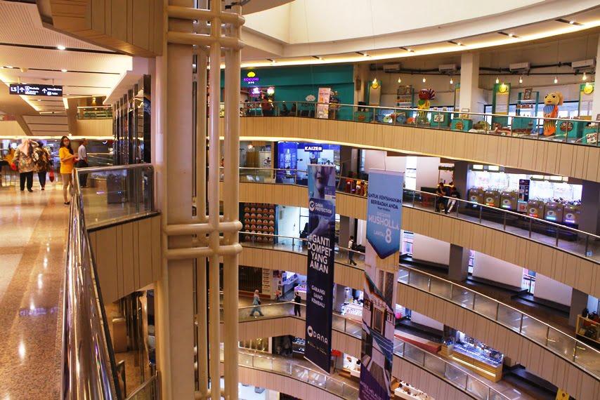 Plaza Blok M Pusat Perbelanjaan Dengan Akses Langsung MRT
