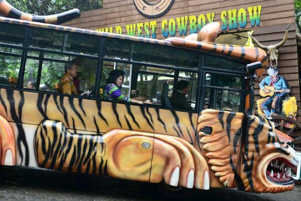Jelang Libur Lebaran, Mari Elka Tinjau Taman Safari dan Kebun Raya