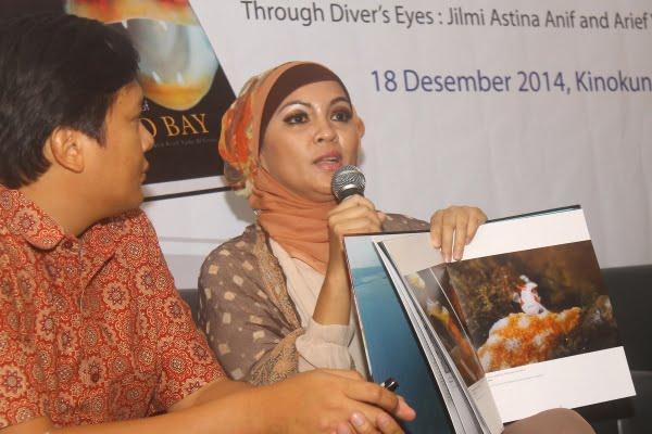Pasangan Penyelam Luncurkan Buku Manado Bay