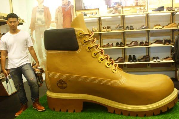 Sepatu Boot Raksasa dari Timberland Hadir di Indonesia