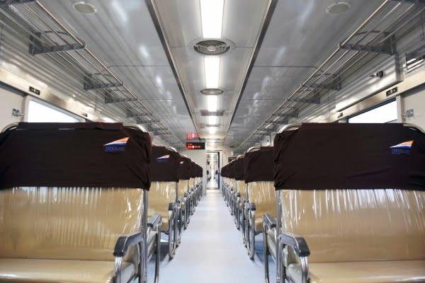 Kini Naik Kereta di Pulau Jawa Diterangi dengan Lampu LED