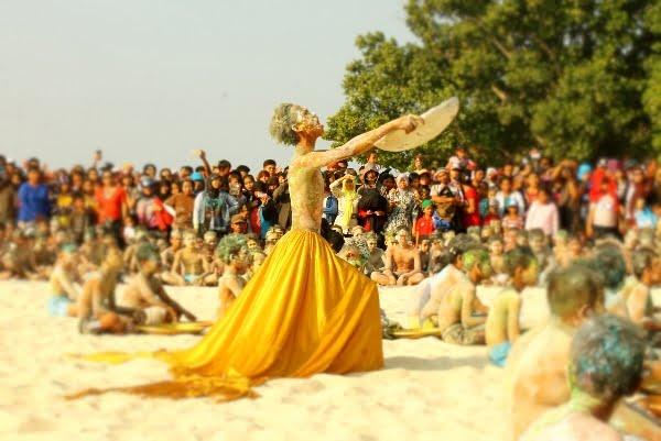 Ratusan Anak Menari Tari Pendulang Timah di Pantai Tanjung Tinggi