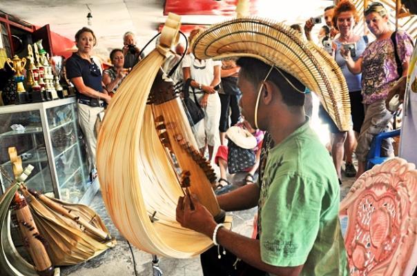 Warga Selandia Baru Menikmati Alunan Musik Sasando