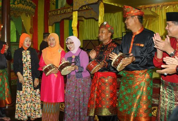 Hujan Warnai Pembukaan Festival Pulau Penyengat 2016