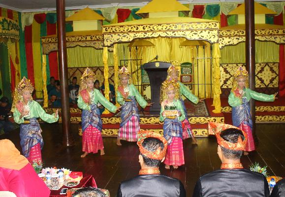 Ada 20 kegiatan dan lomba Warnai Festival Pulau Penyengat 2016.