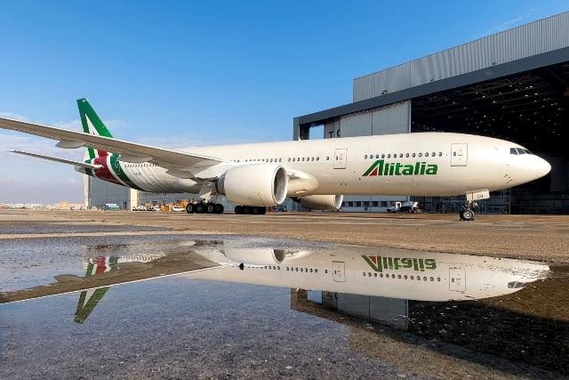Maskapai Alitalia Luncurkan Koleksi Seragam Baru