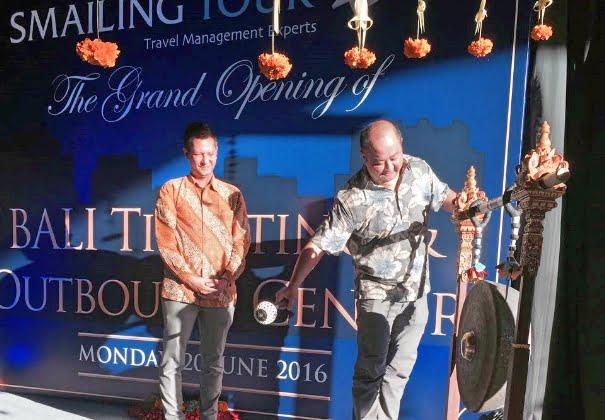 Empat Puluh Tahun Smailing Tour, Kantor Baru dan Nama Baru