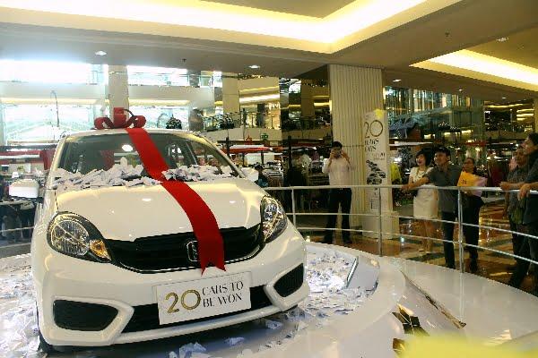 HUT ke-20, Mall Taman Anggrek Bagikan 20 mobil