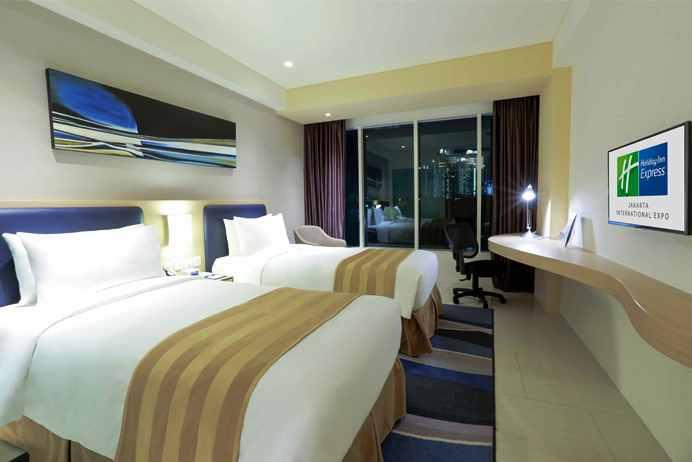 Holiday Inn Express Akomodasi Terdekat Untuk Nonton Konser di JIExpo