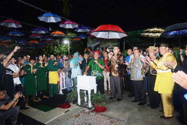 Parade Seni dan Tradisi Kota Sanggau, Tingkatkan Kunjungan Cross Border
