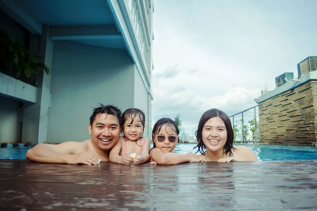 Family at Pool HfX