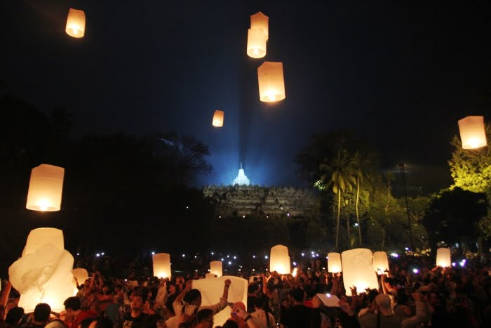 Hari Waisak dan Festival Lampion di Seluruh Dunia.