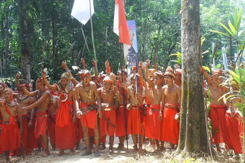 Nyobeng di Kampung Dayak Sebujit untuk Tolak Bala dan Ucap Syukur Kepada Leluhur