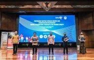 Kemenparekraf Serahkan Masker Kain Untuk Pekerja di PHRI, MRT dan TransJakarta