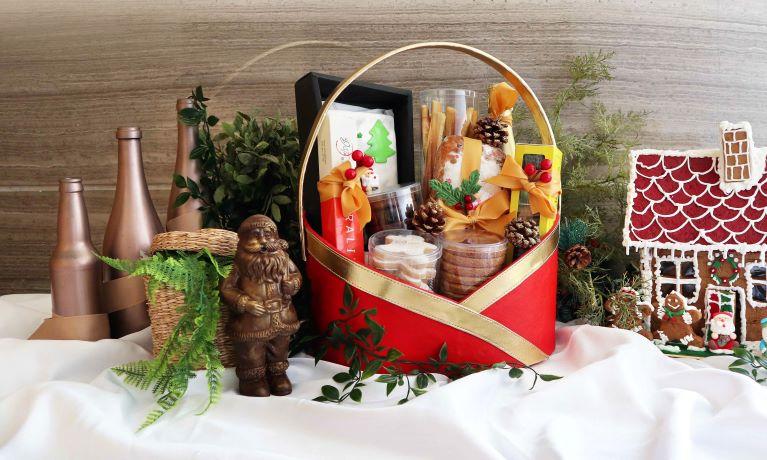 Holiday Inn & Suites Jakarta Gajah Mada Hadirkan Hampers Natal Untuk Festive Season