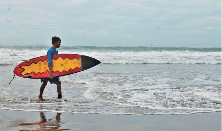 Cimaja, Destinasi Wisata Selancar yang dekat dengan Jakarta