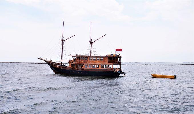 Nikmati wisata Bahari di Kepulauan Seribu dengan Kapal Tradisional Agustine Phinisi