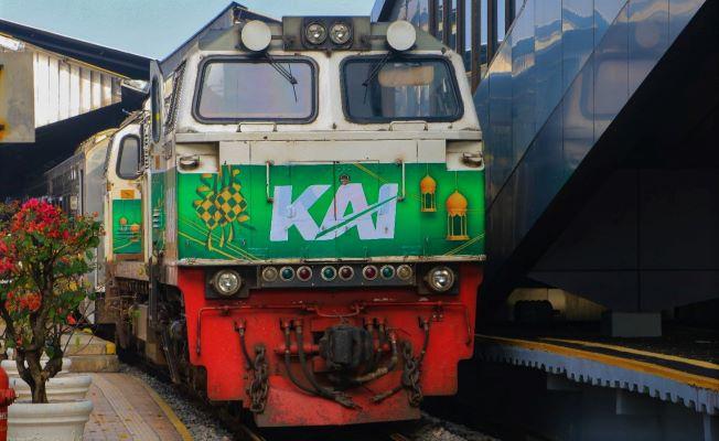 KAI Hadirkan Ornamen Khusus di Kereta Api dan Stasiun Sambut Ramadhan