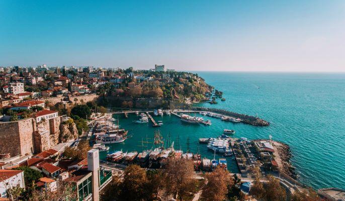 Turki Vaksinasi Pekerja di Bidang Pariwisata