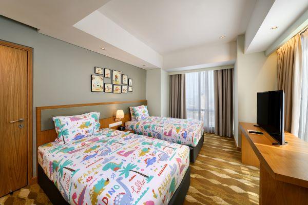 Image Holiday Inn Suites Jakarta Gajah Mada Family Suit Kids Bedroom