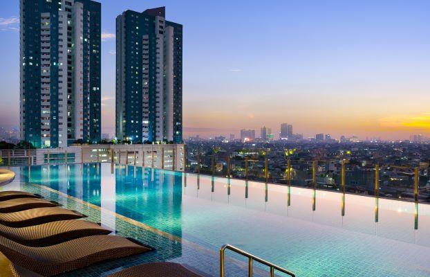 Image Holiday Inn Suites Jakarta Gajah Mada Infinity Swimming Pool 2