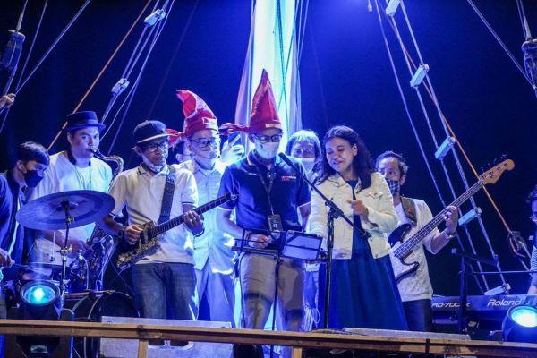 Sandiaga Uno Luncurkan Makassar Jazz Festival 2021 di atas Kapal Phinisi