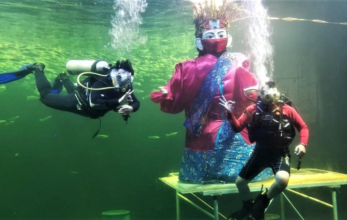 Sambut HUT Jakarta 494 tahun, Ancol Hadirkan Ondel-Ondel di Dalam Air