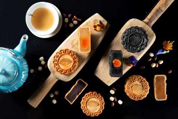 Mandarin Oriental Jakarta Sajikan Kue Bulan Panggang Tradisional