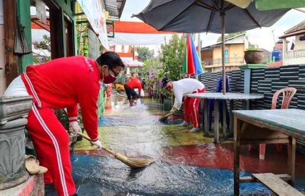 Rayakan 113 Tahun  Grand Inna Malioboro Lakukan Bersih-Bersih Kali Code
